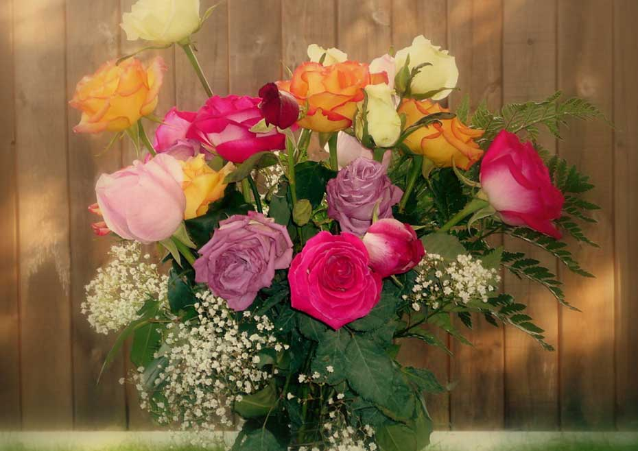 Lavish Gift Ideas For Your First Anniversary Pickupflowers Com